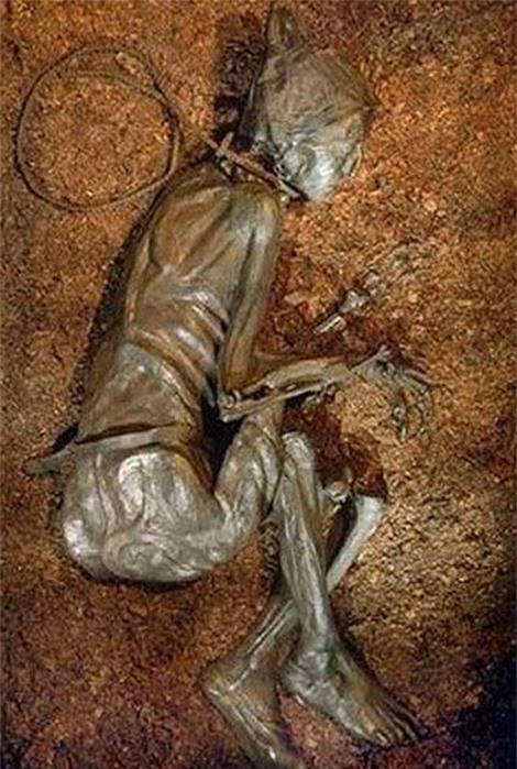 Xác ướp thuộc về một người đàn ông sống vào khoảng thế kỷ thứ 4 trước Công nguyên.