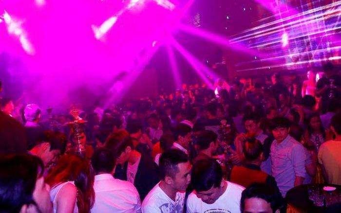UBND TPHCM vừa có văn bản chỉ đạo cho phép các hoạt động liên quan đến quán bar, vũ trường ở khu vực được phép hoạt động trở lại từ 18h ngày 7/9.