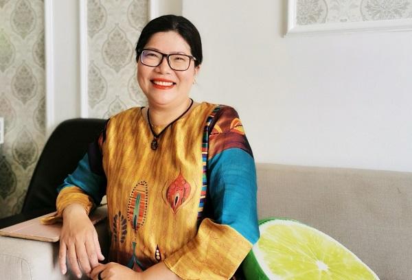 Chị Tuyết Sương - Giám đốc kinh doanh và marketing của thương hiệu bánh Sơn Long Đồng Khánh.