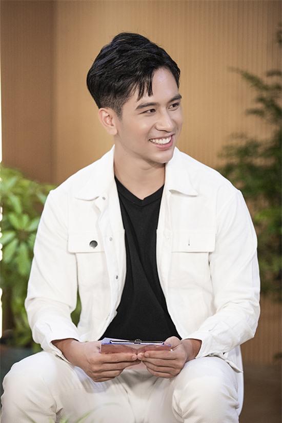 Vlogger Dino Vũ dẫn dắt tập 3 của chương trình.