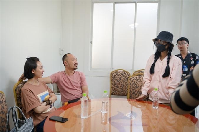 Nữ ca sĩ nhận nhiệm vụ từ ông bà chủ Thu Trang - Tiến Luật.