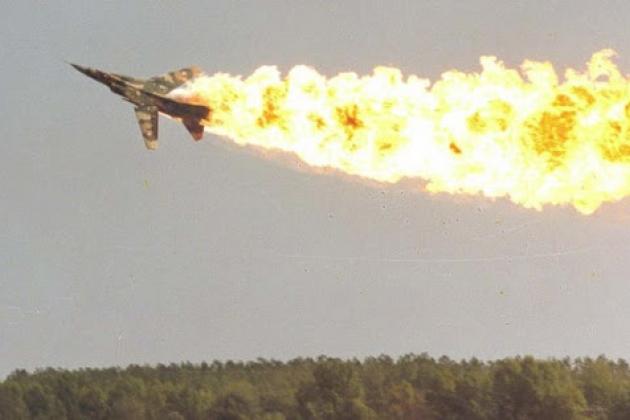 Một tiêm kích MiG-23 của Không quân Syria đã bị rơi gần thành phố Dei ez Zor. Ảnh: Avia-pro.