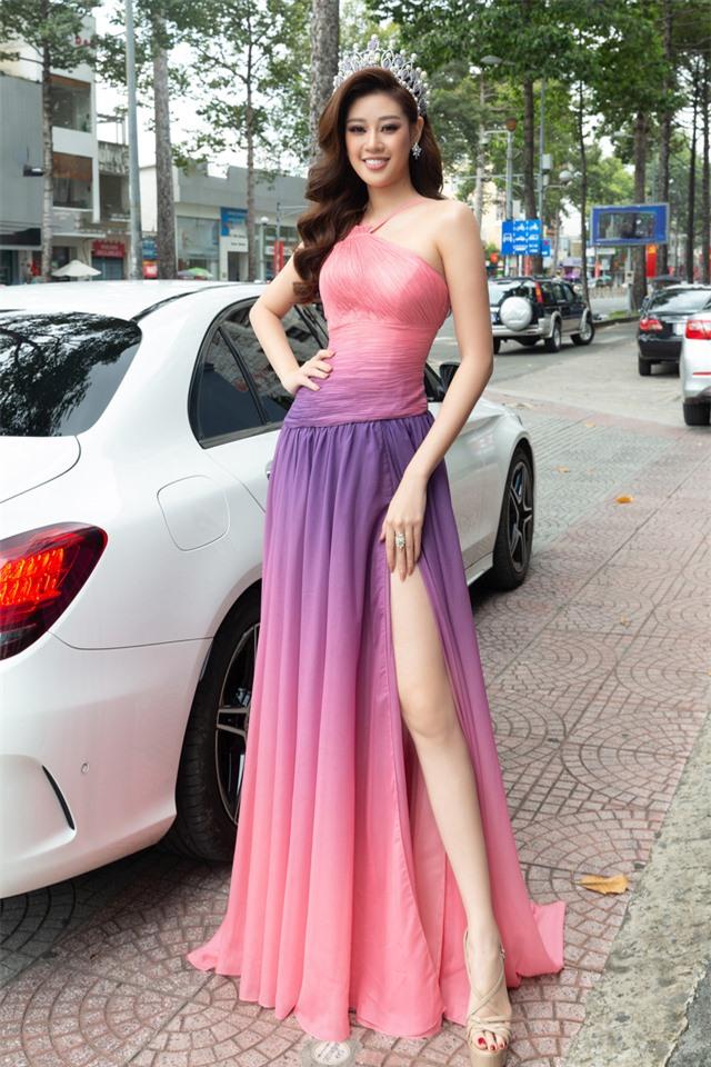 """Hoa hậu Khánh Vân xuất hiện rạng rỡ với vương miện """"trái tim dũng cảm"""" - Ảnh 1."""