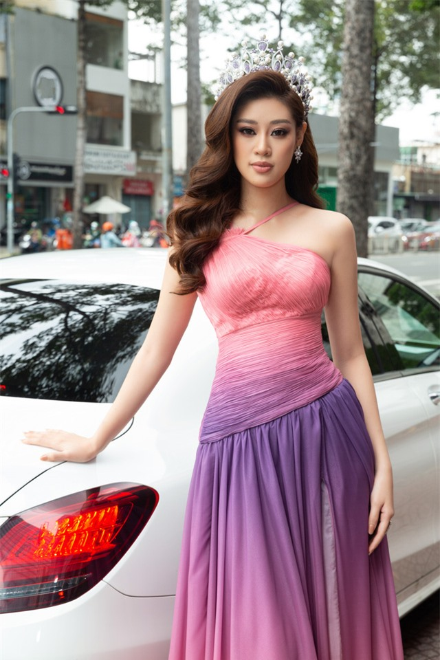 """Hoa hậu Khánh Vân xuất hiện rạng rỡ với vương miện """"trái tim dũng cảm"""" - Ảnh 2."""