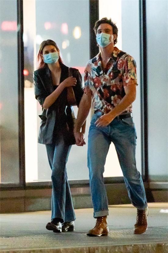 Jacob Elordi, 23 tuổi, là diễn viên người Australia. Anh nổi tiếng với hai phần phim The Kissing Booth chiếu trên Netflix năm 2018 và 2020.