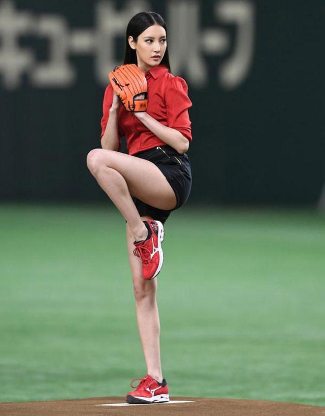 Nanao cao 1,72 m nặng 49 kg. Số đo ba vòng lần lượt là 80-57-83 cm.