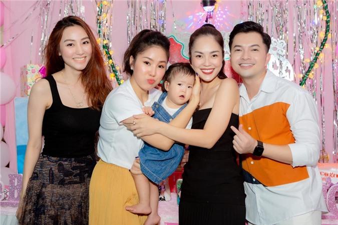 Mới đây, cả ba hội ngộ ở Trà Vinh mừng sinh nhật chung của Lê Phương và con gái Bông. Tình bạn nào mà không có lúc thăng lúc trầm. Nhưng chúng tôi chọn cách thẳng thắn, chấp nhận tính cách của nhau để có thể gìn giữ mối quan hệ này, Ngân Khánh bày tỏ.