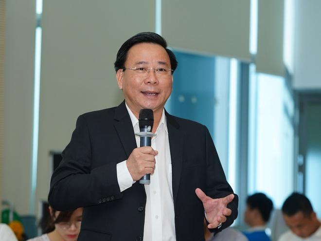 Ông Trần Quốc Dũng - Phó TGĐ Tập đoàn Hưng Thịnh trình bày những khó khăn mà doanh nghiệp địa ốc đang gặp phải trong vấn đề cấp sổ hồng. Ảnh: BTC.