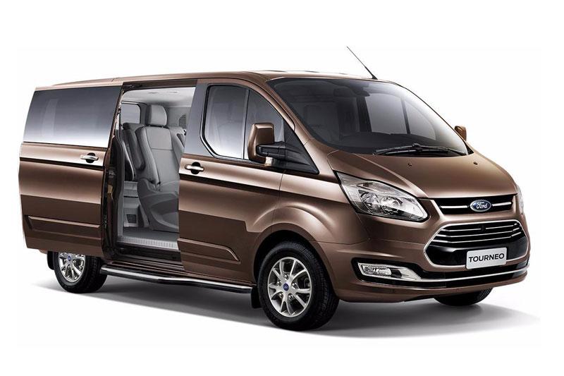 4. Ford Tourneo (doanh số: 20 chiếc).