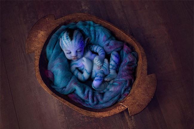 """Sự thật về những """"em bé ngoài hành tinh"""" khiến dân mạng nổi da gà và nổ ra tranh cãi gay gắt: Là người thật hóa trang hay búp bê? - Ảnh 2."""