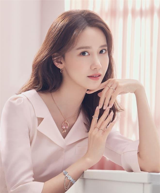 Nữ thần Yoona lồng lộn lên 7 bìa tạp chí, nhưng fan la ó vì đôi mắt 'trừng trừng' đánh bay vẻ đẹp nữ thần 8