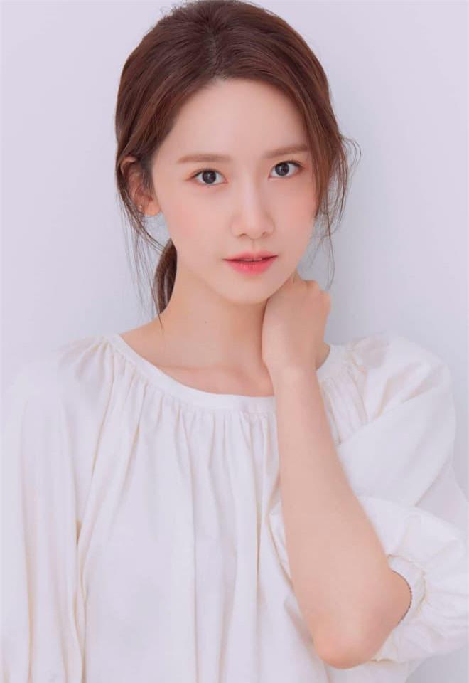 Nữ thần Yoona lồng lộn lên 7 bìa tạp chí, nhưng fan la ó vì đôi mắt 'trừng trừng' đánh bay vẻ đẹp nữ thần 7