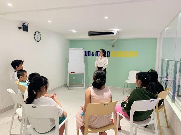 M.C Doanh nhân Thanh thảo hiện đang điều hành và giảng dạy tại Học viện Sun&moon do chị sáng lập.