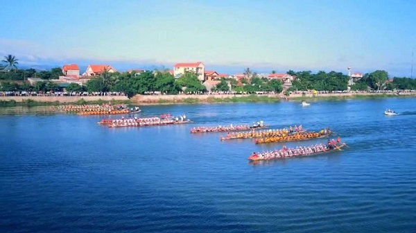 Lễ hội đua thuyền trên sông Kiến Giang.