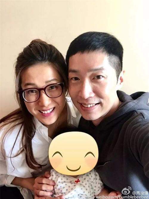 Chung Gia Hân hội ngộ Mã Tuấn Vỹ khi đưa con gái đầu lòng về Hong Kong cuối năm 2016. Cô là một trong ba cô em gái chơi thân với Mã Tuấn Vỹ tại TVB, cùng với Dương Di và Trần Pháp Lai.