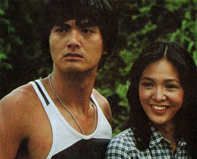 Cùng thời với Uông Minh Thuyên và Trịnh Thiếu Thu, tài tử Châu Nhuận Phát và minh tinh Trịnh Du Linh nên duyên trong bốn phim: Người trong lưới (1979), Tình thân (1980 - ảnh), Đầm cá sấu (1981) và Phượng hoàng lửa (1981).