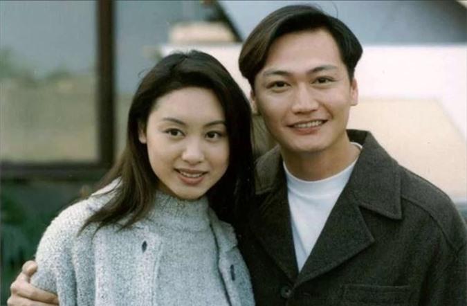 Bén duyên từ phim Giai nhân catwalk (1994), Quách Khả Doanh và Đào Đại Vũ trở thành một trong các đôi tình nhân màn ảnh nổi tiếng nhất tại TVB những năm 1990 qua ba phần phim Hồ sơ trinh sát (1995, 1996, 1997) bởi sự tương xứng về ngoại hình và ăn ý trong diễn xuất. Đầu những năm 2000, cặp đôi tái hợp trong hai phim: Thầy hay trò giỏi (2004) và Trói buộc (2005). Quách Khả Doanh kết đôi trên phim với Đào Đại Vũ sáu lần, nhiều hơn cả với ông xã Lâm Văn Long.