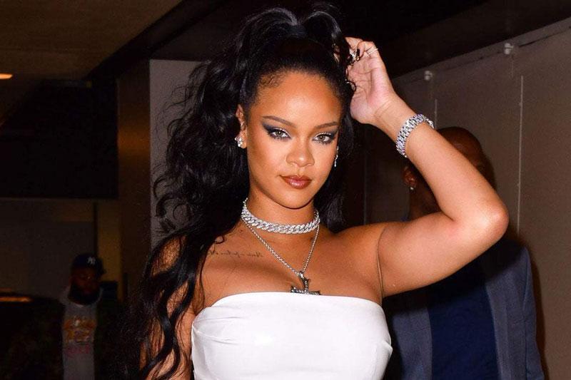 1. Rihanna. Tổng tài sản: 600 triệu USD.