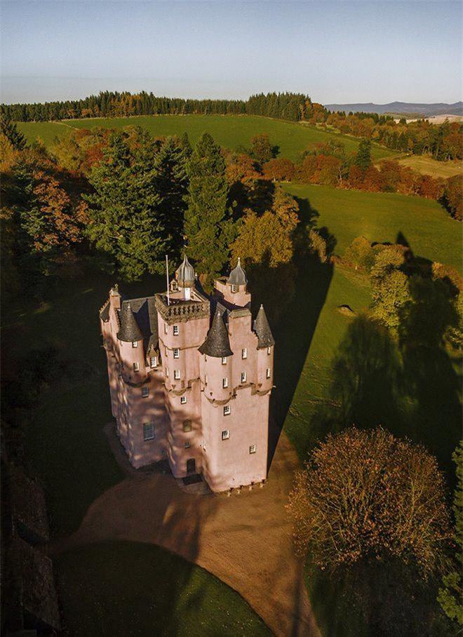 """Lạc vào đất nước """"đàn ông mặc váy"""", tận mắt khám phá 9 lâu đài đẹp như cổ tích - 3"""