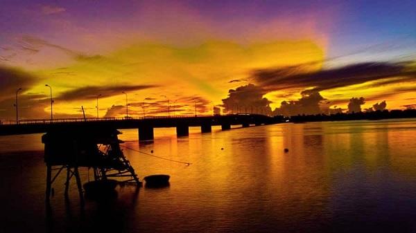 Dòng sông Nhật Lệ mộng mơ.