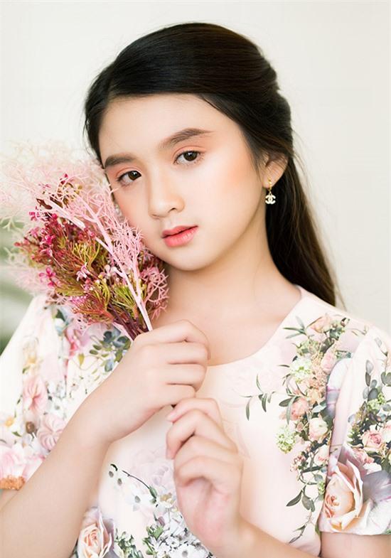 Mẫu nhí ước mơ tương lai sẽ là nghệ sĩ nổi tiếng, trở thành người truyền cảm hứng như Hoa hậu Hương Giang.