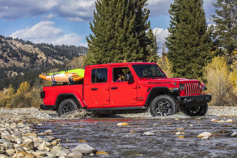 4. Jeep Gladiator Rubicon và Mojave 2020 (giá khởi điểm: 43.875 USD).