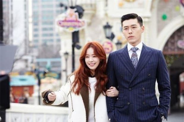 Soi cách Hyun Bin phân biệt đối xử với 2 tình màn ảnh: Lạnh lùng đẩy Han Ji Min nhưng với Son Ye Jin lại trái ngược 2