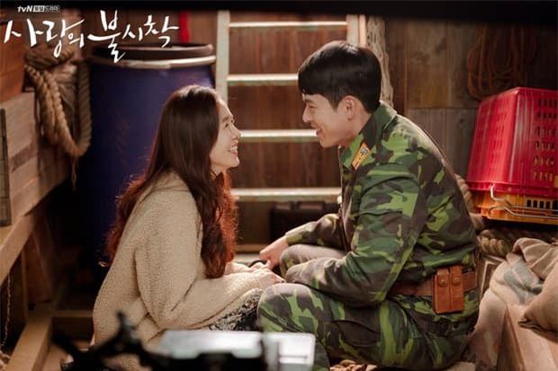 Soi cách Hyun Bin phân biệt đối xử với 2 tình màn ảnh: Lạnh lùng đẩy Han Ji Min nhưng với Son Ye Jin lại trái ngược 3