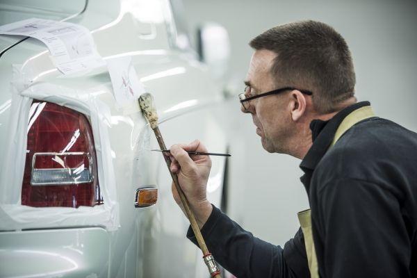 Rolls-Royce khôi phục lại hoạt động sản xuất.