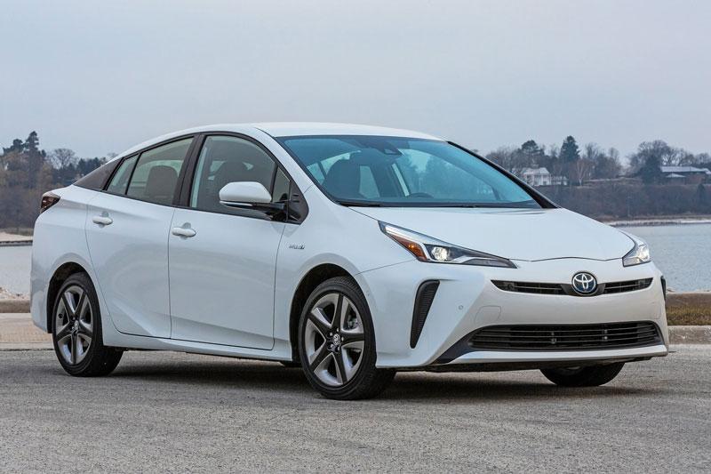 =3. Toyota Prius 2020 (mức tiêu hao nhiên liệu ở đương hỗn hợp: 5,4 lít/100 km).