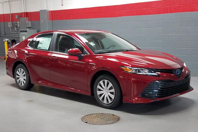 =3. Toyota Camry Hybrid 2020 (mức tiêu hao nhiên liệu ở đường hỗn hợp: 5,4 lít/100 km).