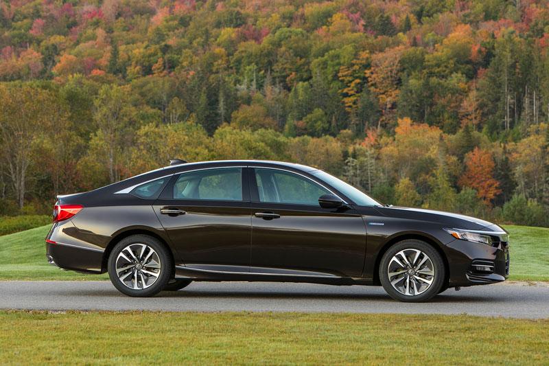 7. Honda Accord Hybrid 2020 (mức tiêu hao nhiên liệu ở đường hỗn hợp: 5,9 lít/100 km).