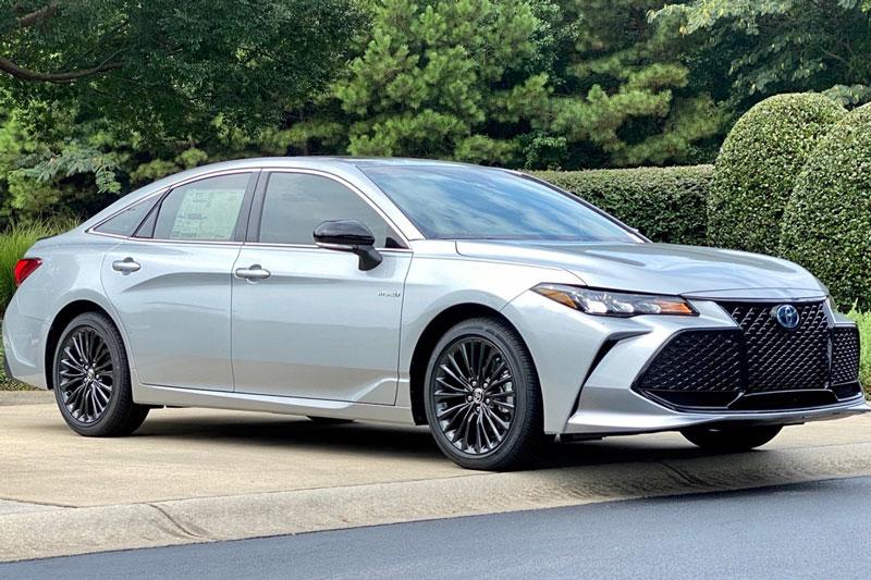 9. Toyota Avalon Hybrid 2020 (mức tiêu hao nhiên liệu ở đường hỗn hợp: 6,6 lít/100 km).