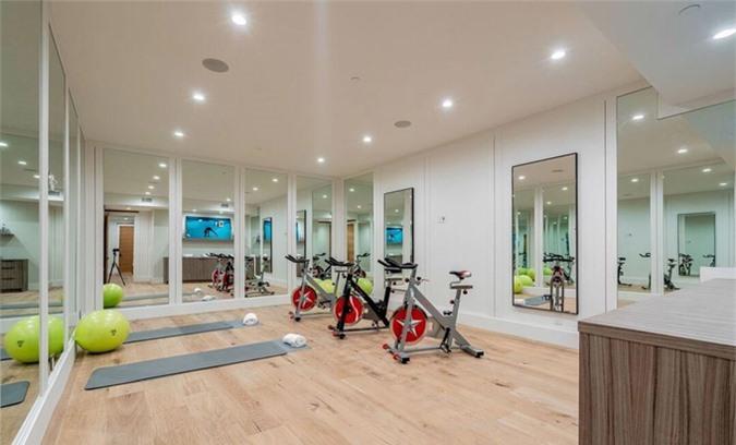 Phòng tập gym hiện đại.