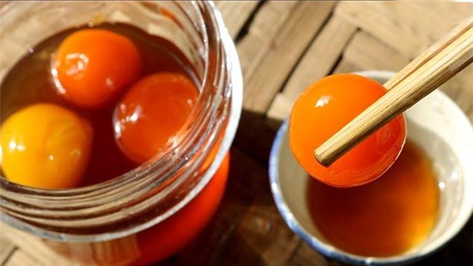 Lòng đỏ trứng gà ngâm mật ong cực kỳ bổ dưỡng