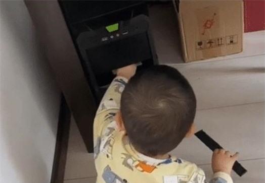Cậy ổ đĩa máy tính của ông bố game thủ, bé trai vô tình phát hiện ra quỹ đen khiến dân mạng cười không nhặt được mồm - Ảnh 1.