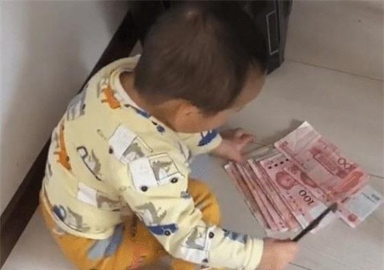 Cậy ổ đĩa máy tính của ông bố game thủ, bé trai vô tình phát hiện ra quỹ đen khiến dân mạng cười không nhặt được mồm - Ảnh 2.
