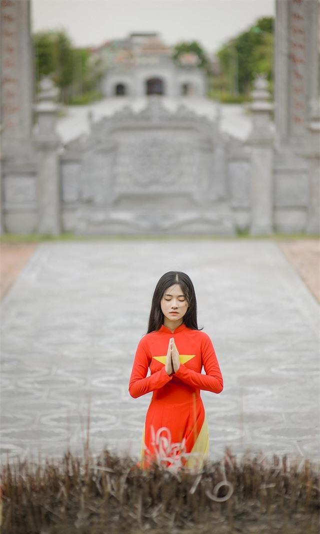 Nữ sinh 2K đẹp dịu dàng trong tà áo dài cờ đỏ sao vàng - 10
