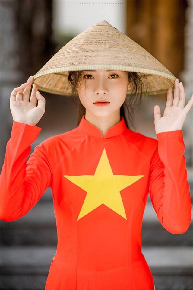 Nữ sinh 2K đẹp dịu dàng trong tà áo dài cờ đỏ sao vàng - 5