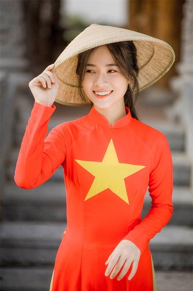 Nữ sinh 2K đẹp dịu dàng trong tà áo dài cờ đỏ sao vàng - 6
