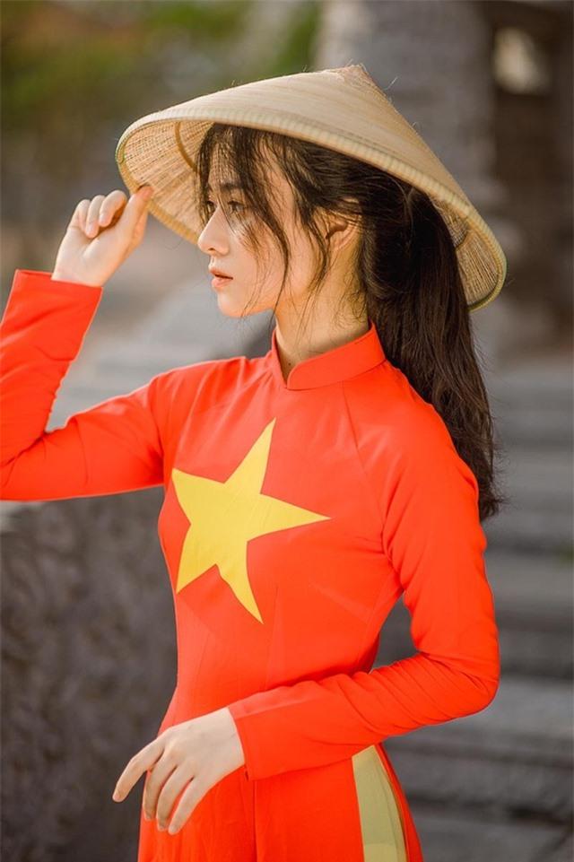 Nữ sinh 2K đẹp dịu dàng trong tà áo dài cờ đỏ sao vàng - 7