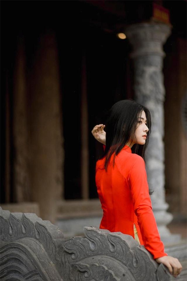 Nữ sinh 2K đẹp dịu dàng trong tà áo dài cờ đỏ sao vàng - 9