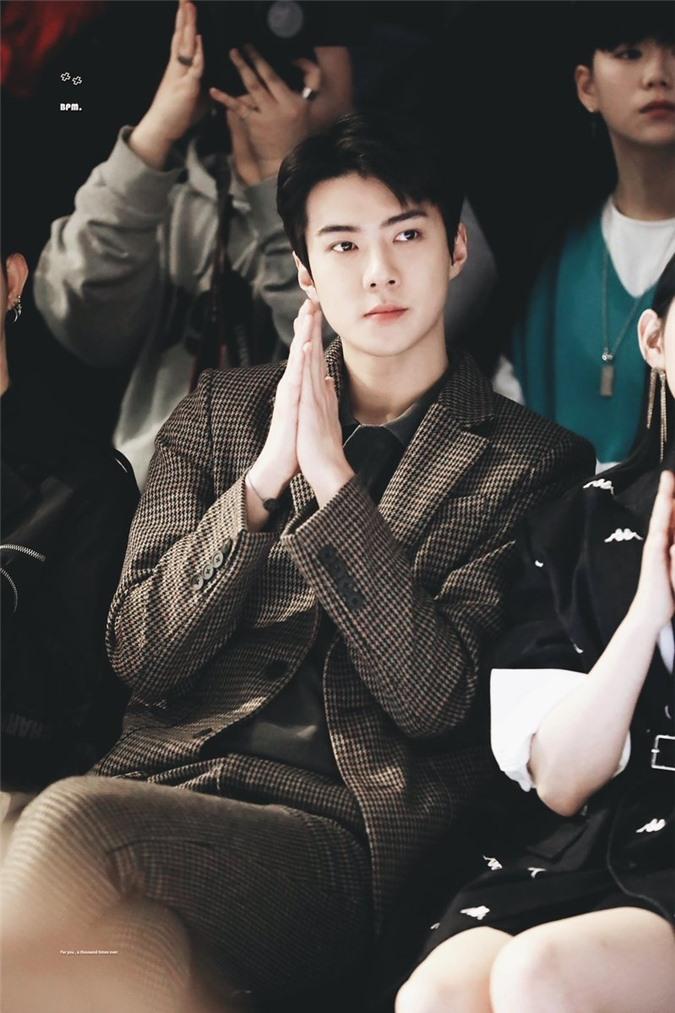Top 5 idol nam khiến fan 'say nắng' vì sở hữu vầng trán thông minh, lại mang vẻ đẹp đậm chất quý tộc nhất - Ảnh 13
