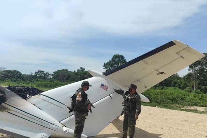 Cận cảnh chiếc máy bay bị bắn.