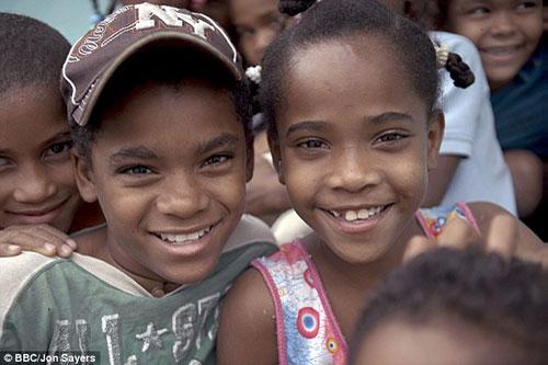 Những đứa trẻ ở làng Salina sinh ra là gái