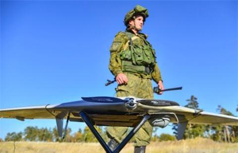 Cong nghe AI giup Nga dieu khien so UAV khong gioi han