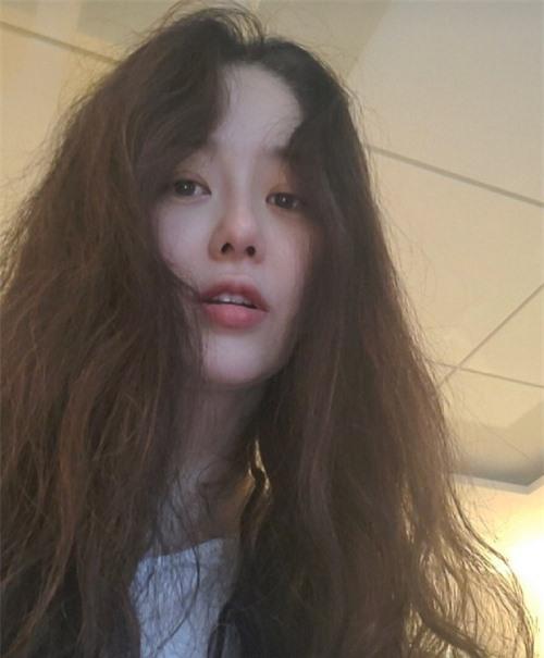 Go Hyun Jung gây tò mò vì hình ảnh khác lạ.