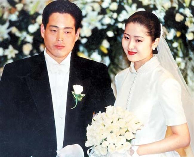 Go Hyun Jung trong ngày cưới.