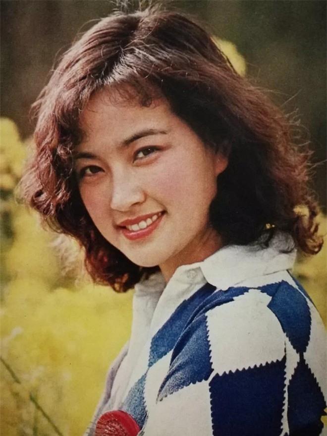 Vốn dĩ bà nổi tiếng hơn Lưu Hiểu Khánh nhưng lại ly hôn chồng vì một 'tiểu thịt tươi', giờ bà đã 61 tuổi! 1