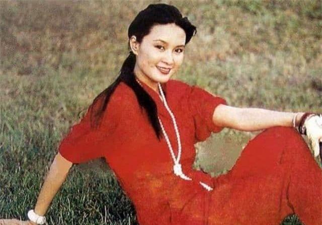 Vốn dĩ bà nổi tiếng hơn Lưu Hiểu Khánh nhưng lại ly hôn chồng vì một 'tiểu thịt tươi', giờ bà đã 61 tuổi! 0